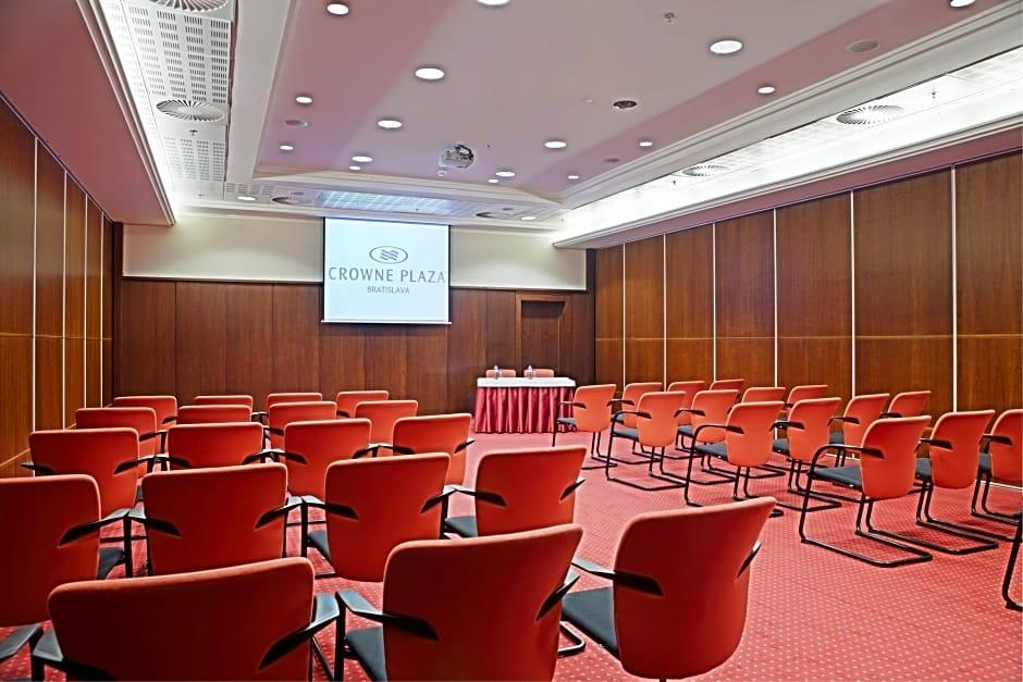 Crowne laza Bratislava, konferenční sál